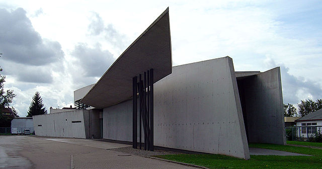 640px-Vitra_fire_station,_full_view,_Zaha_Hadid