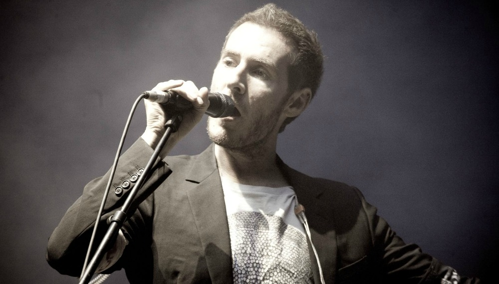 Robert_del_Naja_performing_with_Massive_Attack_in_Sydney,_2010(1)