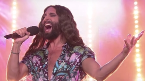 "Conchita Wurst śpiewa legendarne ""Purple Rain"". Udany cover? [WIDEO]"